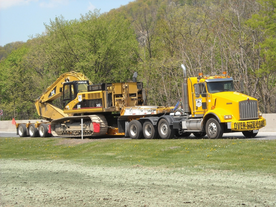 On the road and in the yard, similarity between trailers increases ease of use and operator comfort.