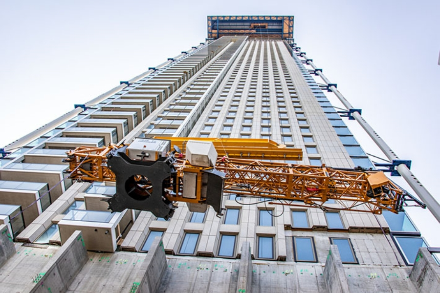 A gantry crane lifted the 34 K to a height of 190 metres for assembly at the top of a skyscraper.