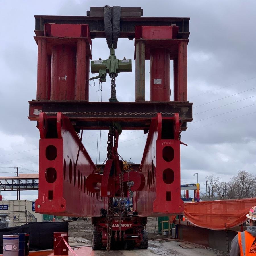 Mammoet's cantilever system installing girder beneath I70.